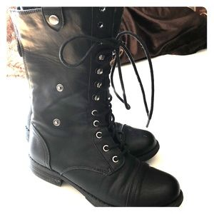 Madden Girl combat leather boots black sz 7